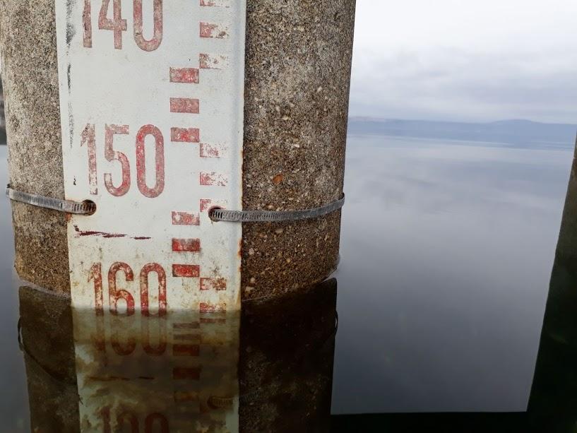 Basta qualche giorno senza pioggia e il lago torna a scendere